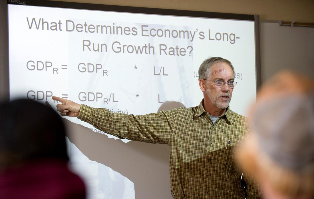photo - A CMC ecomonics professor teaches at a class on the Breckenridge campus.