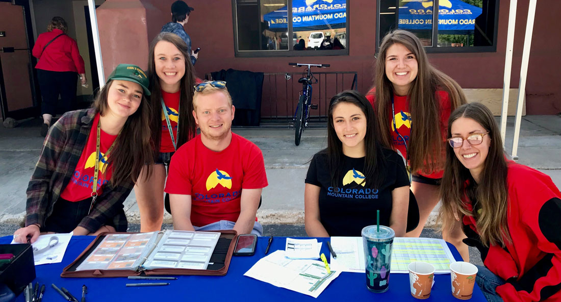 photo - new student orientation team at CMC Steamboat Springs